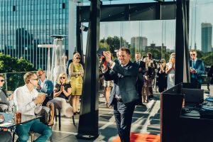 f95a71d0750 FOTOD: Peen seltskond! Hilton Tallinn Park tähistas esimest ...