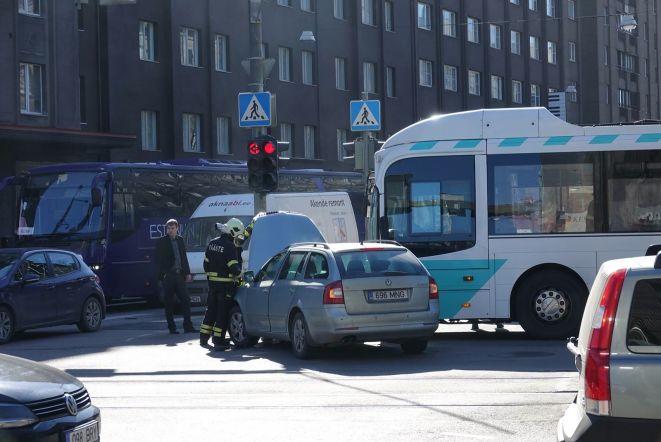 Liiklusõnnetus Jõe tn ja Narva mnt ristmikul