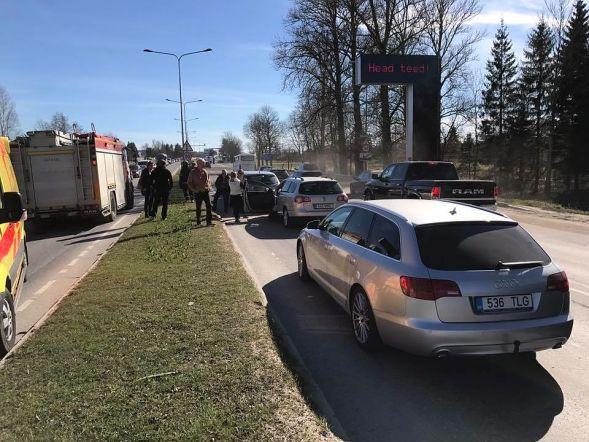Avarii Pärnu maanteel