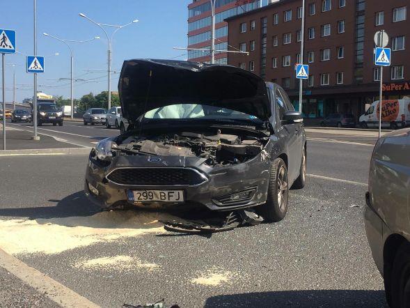 5edbe7c1c88 FOTOD | Tallinna südalinnas põrkasid kokku kaks sõiduautot, haiglasse viidi  teiste seas neljakuune laps