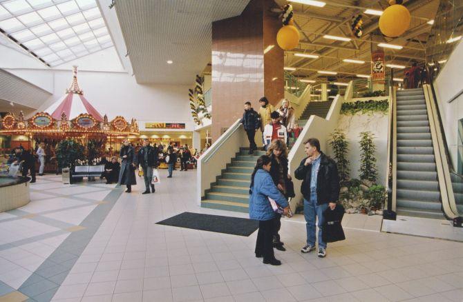 99d24f54806 FOTOD | Haruldased ülesvõtted 20 aastat tagasi avatud Baltikumi suurimast  kaubanduskeskusest Rocca al Marest - Kasulik.ee