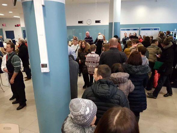 5aa93305fe6 LUGEJA FOTOD | Politsei Tammsaare teenindus on rahvast pungil. PPA: täna on  aasta alguse kohta tavapärane koormus
