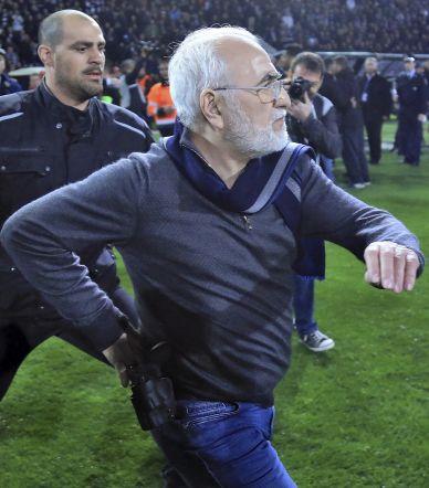 PAOKi president tungib püstoliga platsile