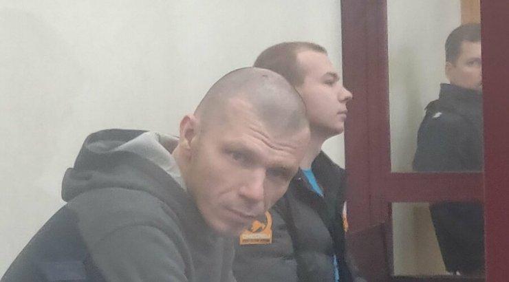 VIDEO | Narva arestimajast põgenemiseks politseiniku tappa üritanud kurikaelad astusid kohtu ette
