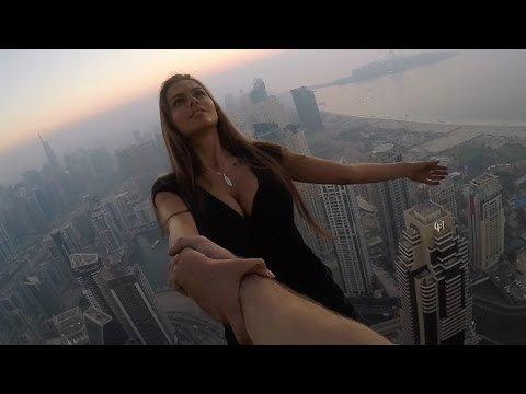 VIDEO: Võtab seest õõnsaks! Hulljulge modell turnis ideaalse foto nimel pilvelõhkuja otsas ja riskis oma eluga