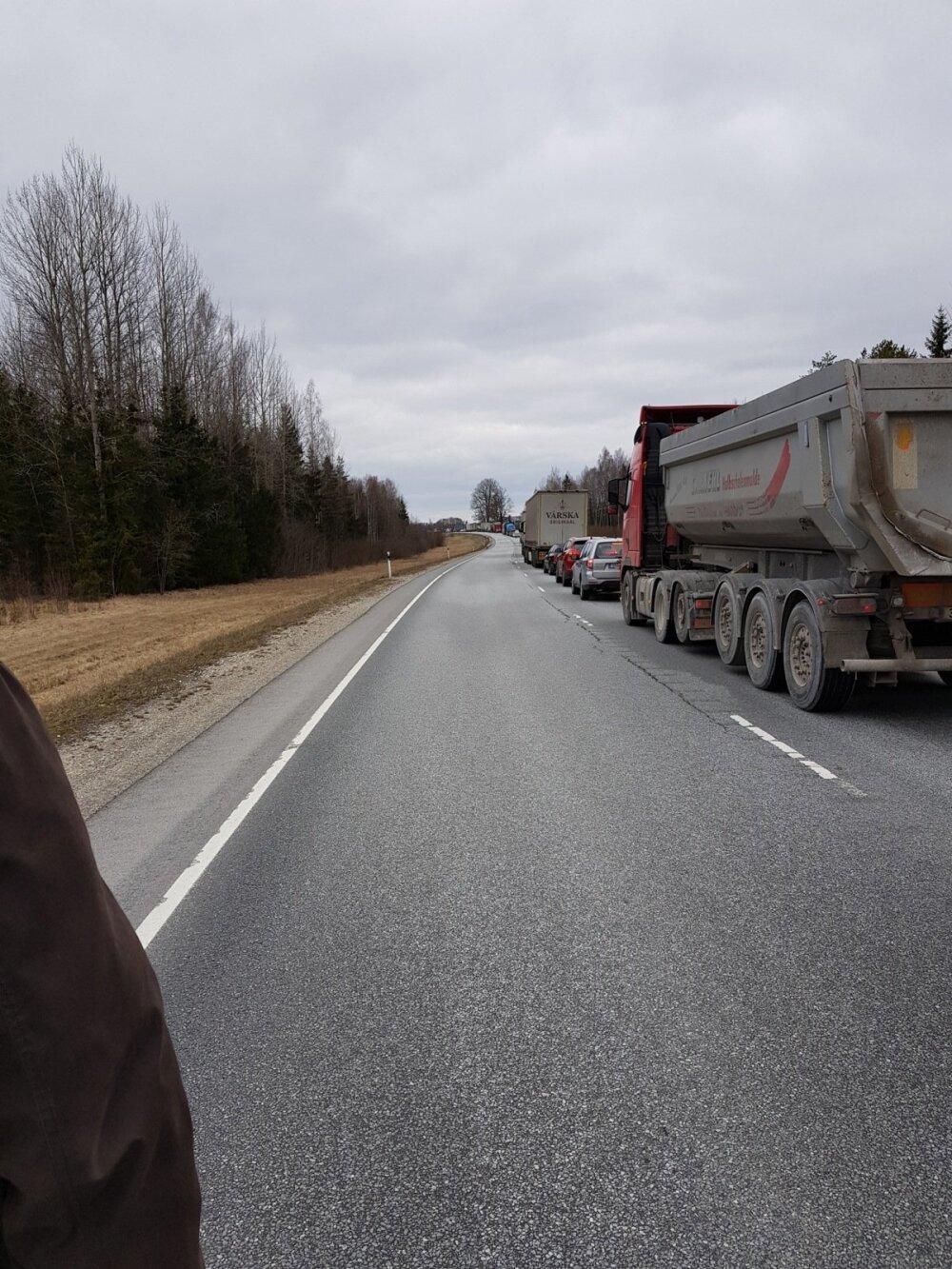21381a22d00 FOTOD ja VIDEO | Tallinna-Tartu maanteel põrkasid kokku kaubik ja ...