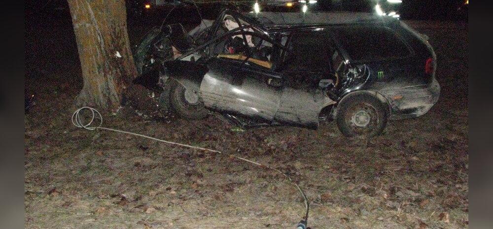 FOTO: Lääne-Virumaal hukkus raskes liiklusõnnetuses roolis olnud noor juhiloata mees, neli inimest viidi haiglasse