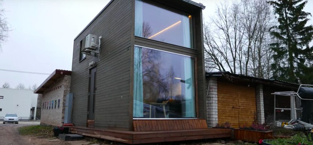 ВИДЕО | В Тарту на месте гаража построили модульный мини-дом. Что есть внутри?