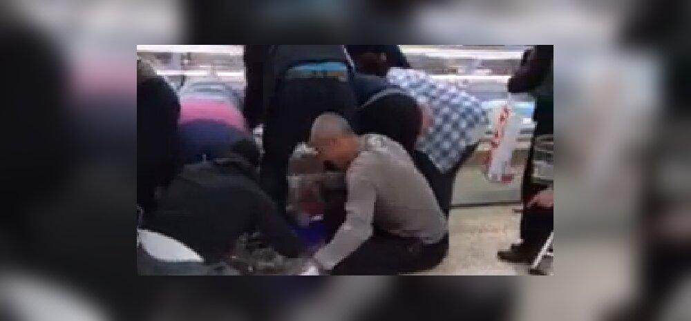 VIDEO: Allahinnatud liha pani inimesed poes kaklema