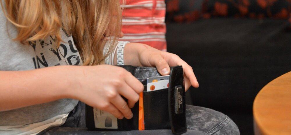 Mis juhtub lastega, kellele vanemad üldse taskuraha ei anna? Kas lastele üldse on oma raha vaja?