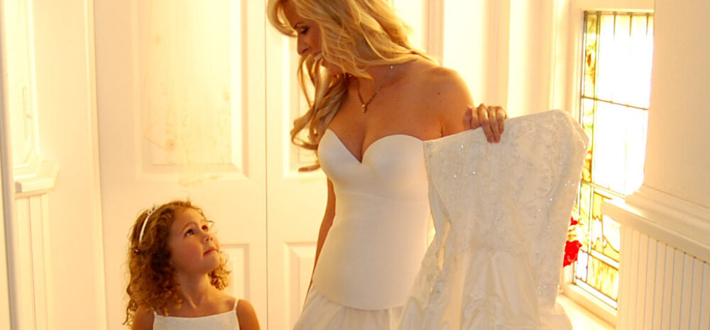 Armas GALERII: Ema paneb tütrele tema igal sünnipäeval pulmakleidi selga