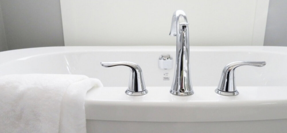 Ухаживаем за ванной, как профи: борьба с пятнами, царапинами и солевыми отложениями