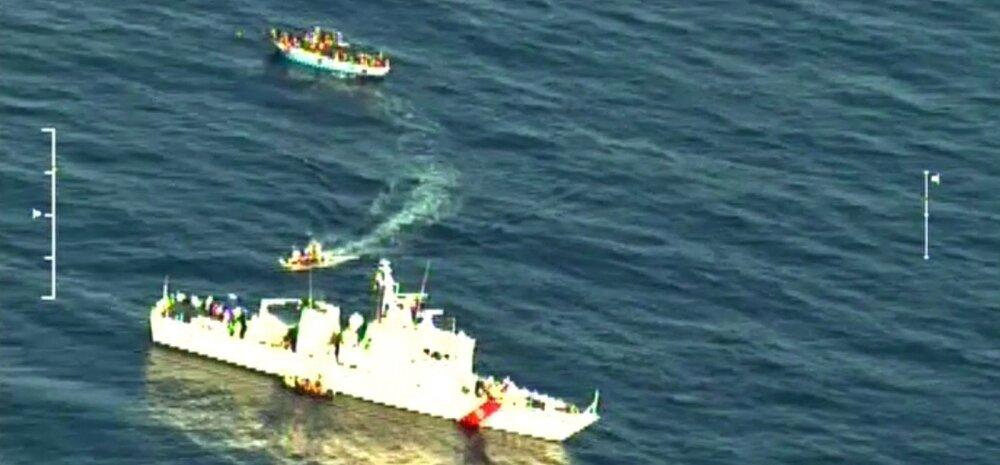 Vahemerel läks põhja alus 700 inimesega pardal