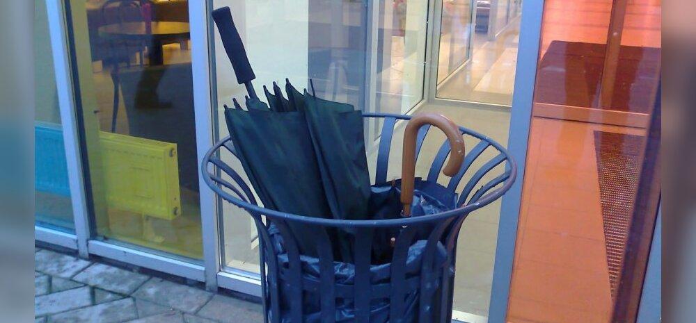 FOTOD: Tugev tuul täitis Tartu prügikastid vihmavarjudega