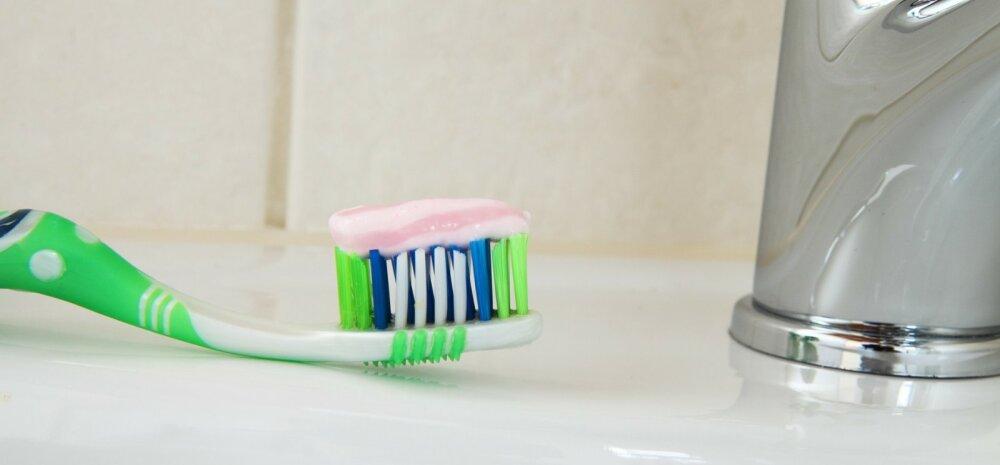 5 удивительных способов использования зубной пасты для уборки в доме