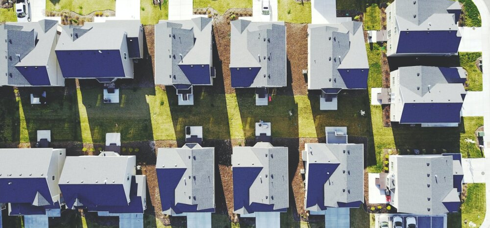 Несмотря на кризис экономисты советуют: с покупкой жилья тянуть не стоит
