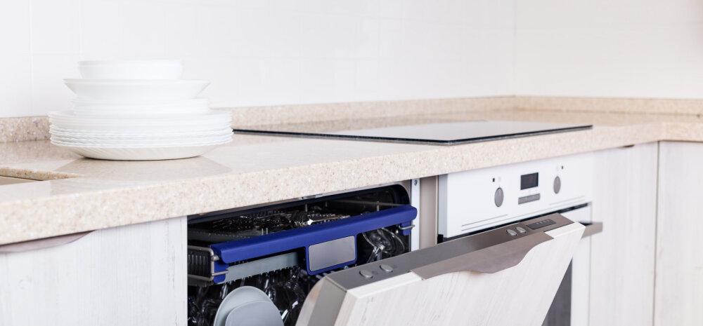 А вы знали, что не стоит ополаскивать тарелки перед загрузкой в посудомоечную машину?