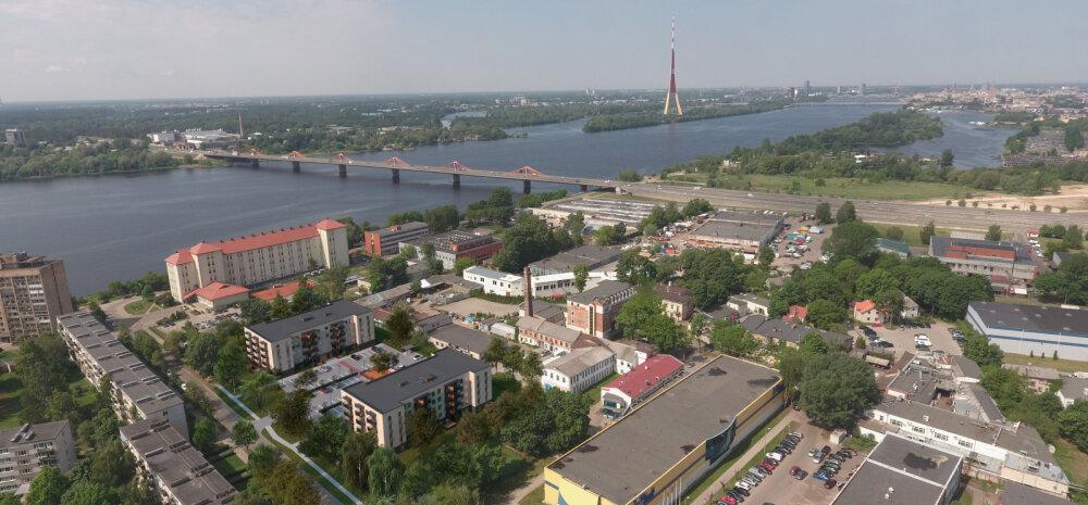 ФОТО | Эстонская компания строит на берегу Даугавы в Риге две жилые многоэтажки. Несмотря на кризис, квартиры продаются