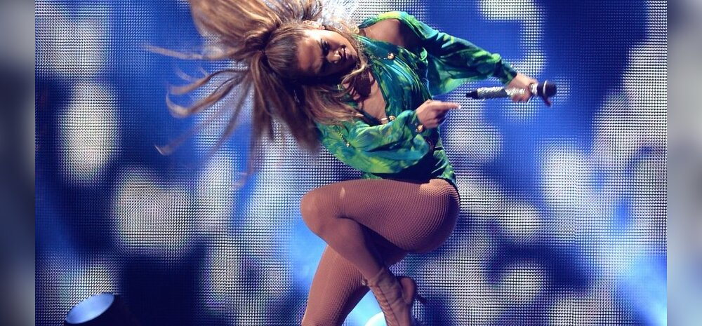 J Lo kuulsas Versace rüüs