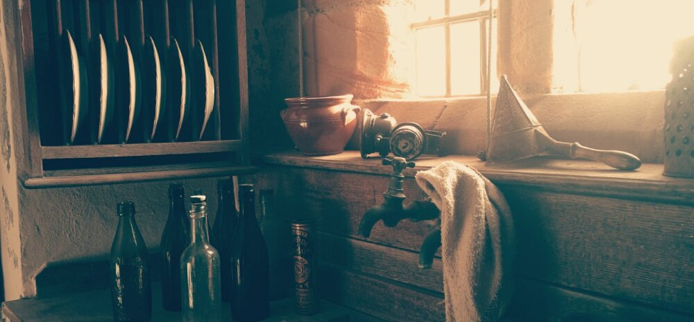 Окно между кухней и ванной комнатой: зачем оно было нужно?
