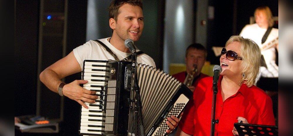 """""""Eesti otsib superstaari"""" meelitas Koit Toome stuudiovooru pianistiks!"""