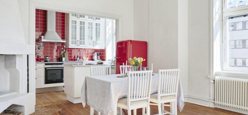 FOTOD │ Valge ja helge kodu julgelt kärtspunase köögiga