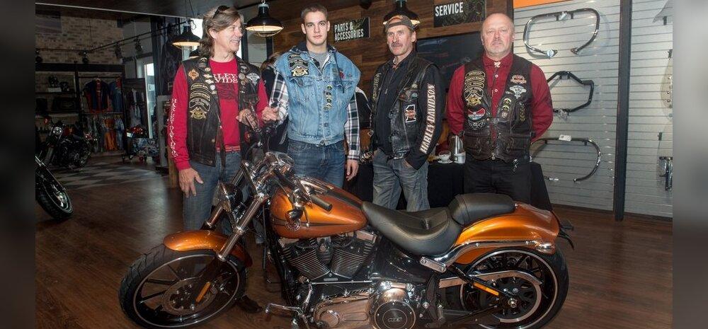 87deccefdcc FOTOD: Läikiv nikkel ja mehised mehed ehk Harley-Davidson avas uue ...