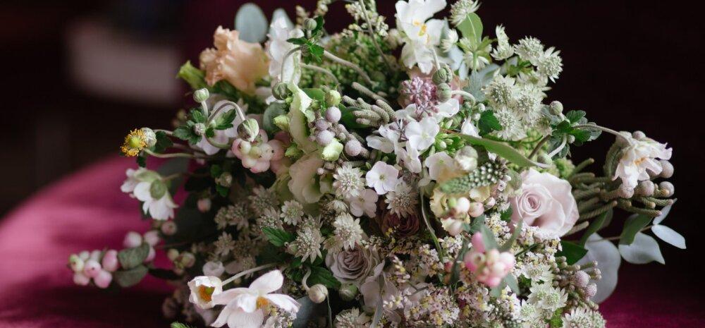 Lugeja on pahane: pulmapeod ületavad juba igasugused piirid — nüüd kirjutatakse juba seegi ette, milliseid lilli tohib pruutpaarile viia?!