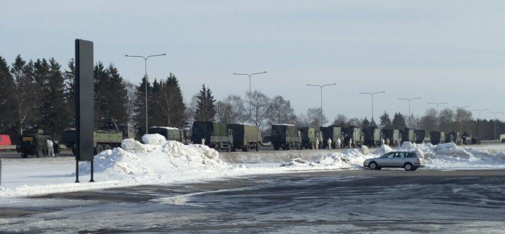 FOTO: Lugeja märkas pealinna piiril pikka kaitseväe sõidukite kolonni, millega liigutakse väljaõppele või tullakse sealt