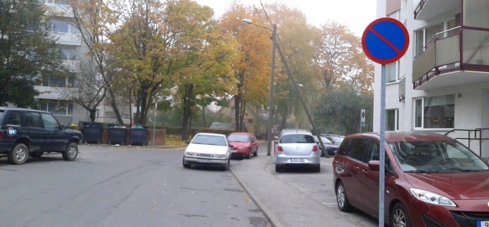 Parkimine Tartus Ropka tänaval