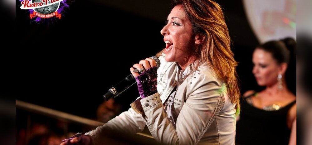 Retro Planeet italo-disco kuninganna Sabrinaga