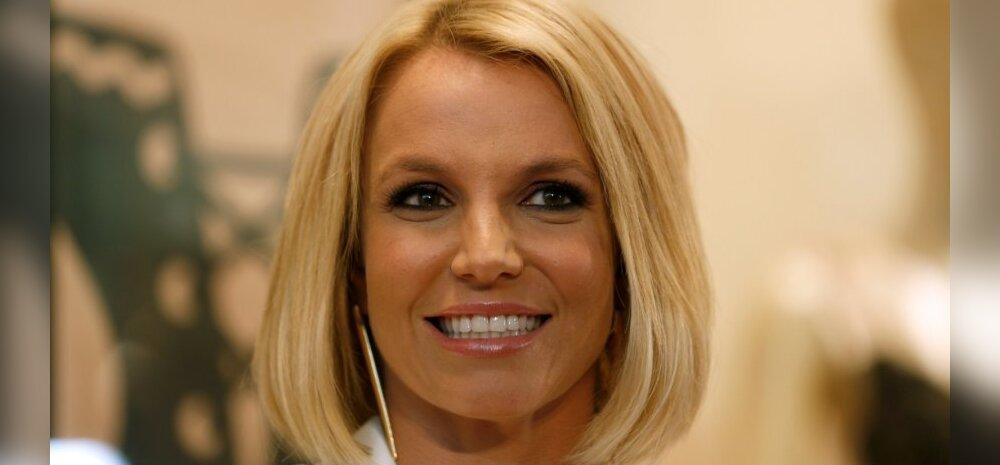 Britney pesukollektsiooni esitlusel