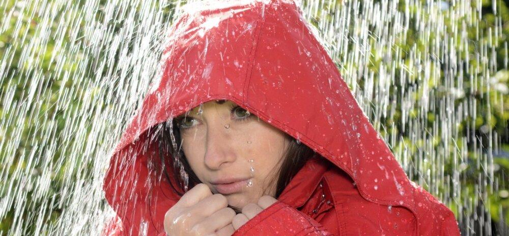Põhjus, mis peaks ettevaatlikuks tegema vihma käes telefoniga rääkijad