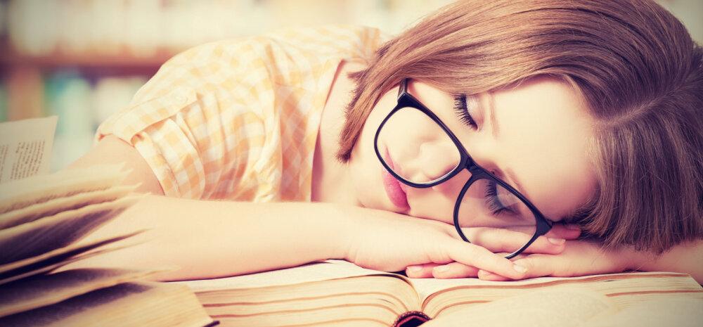 Väsinud kooliõpilane: kohe on suvi, aga õppida on ikka nii palju