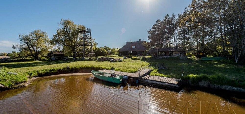 FOTOD   Unistuste kodu — oma paadisadamaga talu mere kaldal