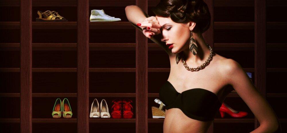12 mõtet, mis iga naist hommikul riideid valides tabavad