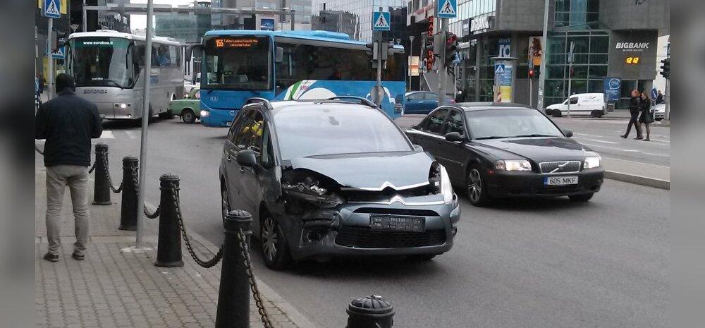 FOTO: Stockmanni kaubamaja juures põrkasid kokku Citroën ja Žiguli