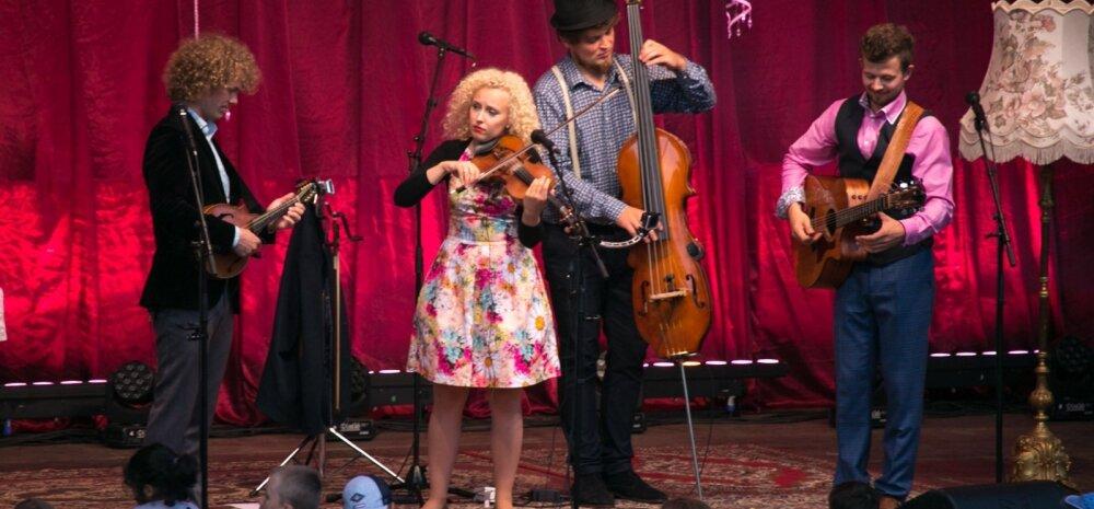 Curly Strings Tartu laululaval