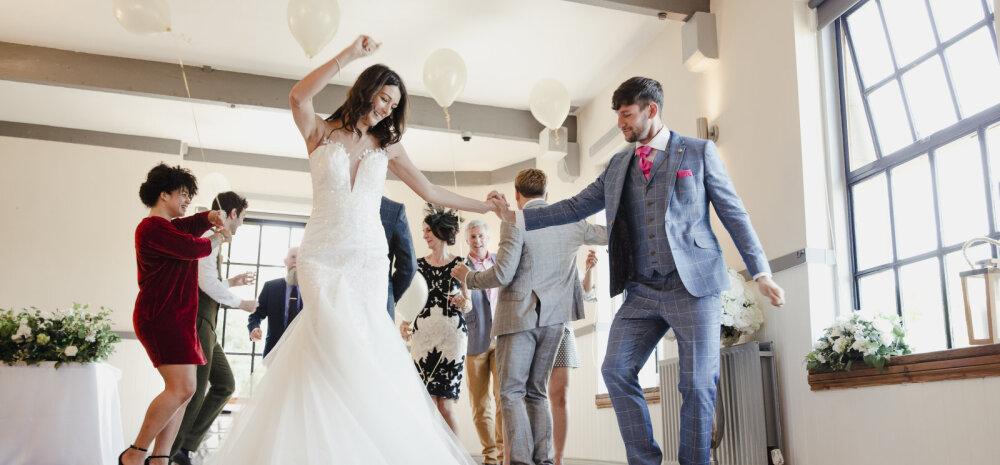 Uus pulmatrend: külalistele esitatakse pulmapeo eest arveid