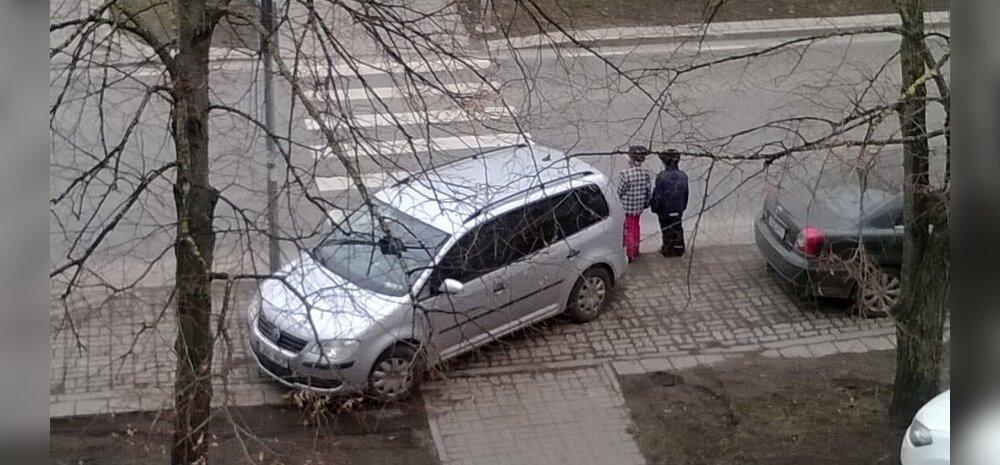 FOTO: Juht parkis auto ülekäigurajale