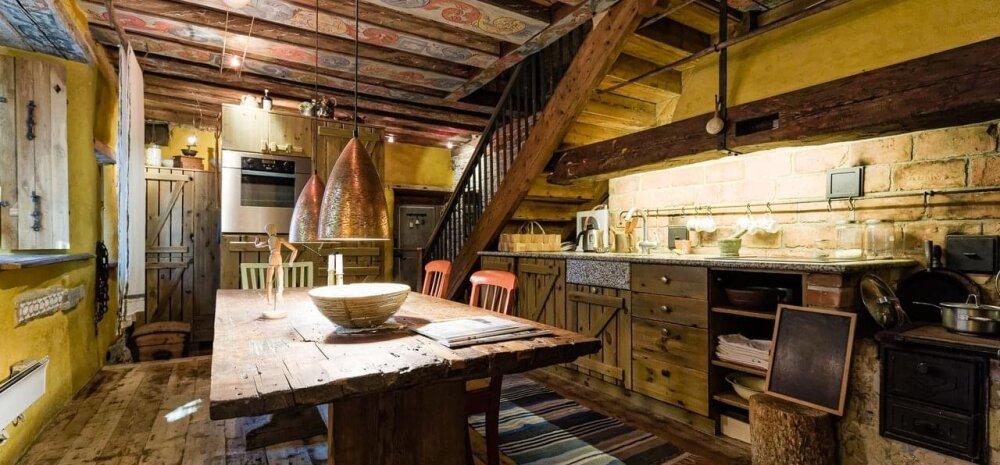FOTOD | Tallinna vanalinna sisse seatud kodu ammutab inspiratsiooni arhailistest rehetaludest