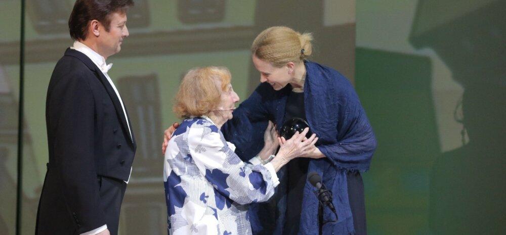 BLOGI ja FOTOD: Aasta teatriauhinnad on jagatud! LOE, kes on Eesti aasta näitlejad ning millised on parimad tükid!