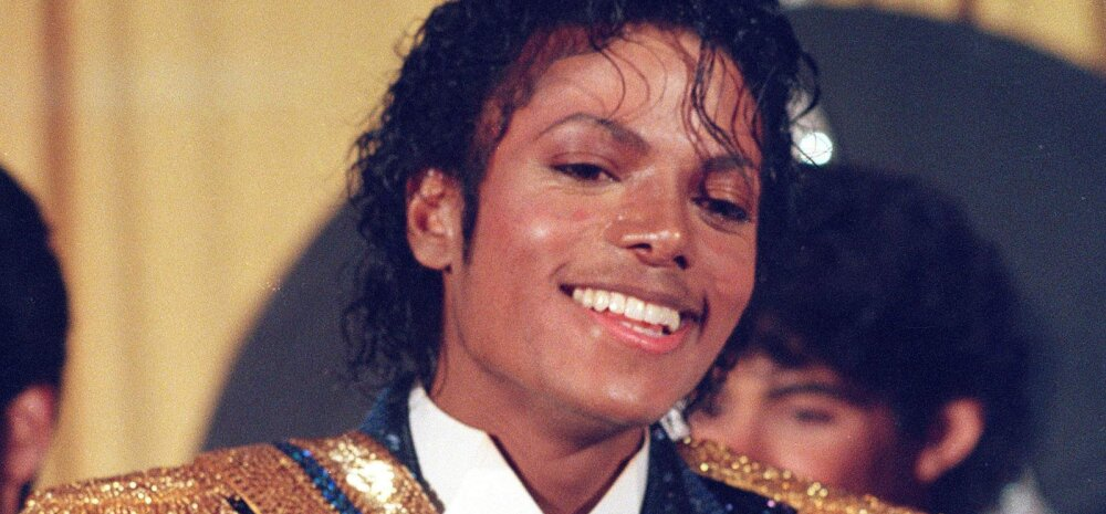 Michael Jacksoni esemetega tehti äri: ikooniline valge kinnas läks 64 000 dollariga