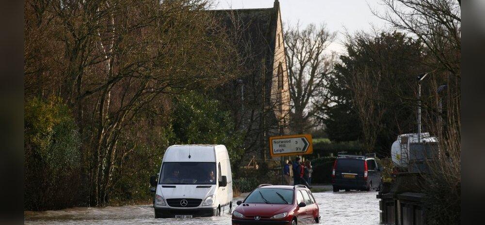 Jõulutorm Suurbritannias: tuhanded inimesed elektri ja veeta, kümned lennureisid tühistatud