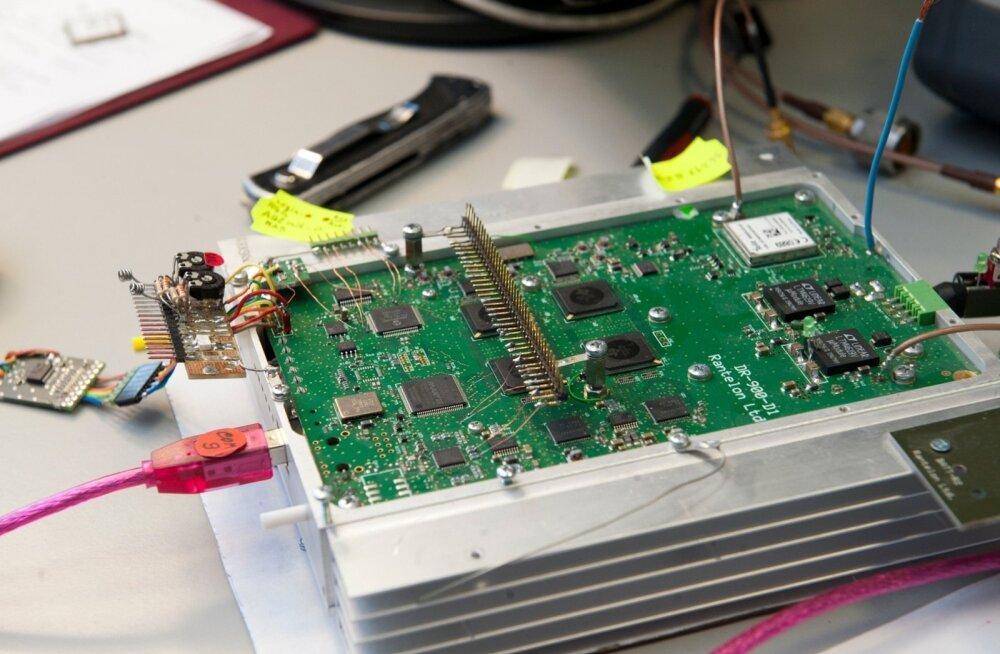 Двое россиян через эстонские фирмы переправляли электронные компоненты из США в РФ