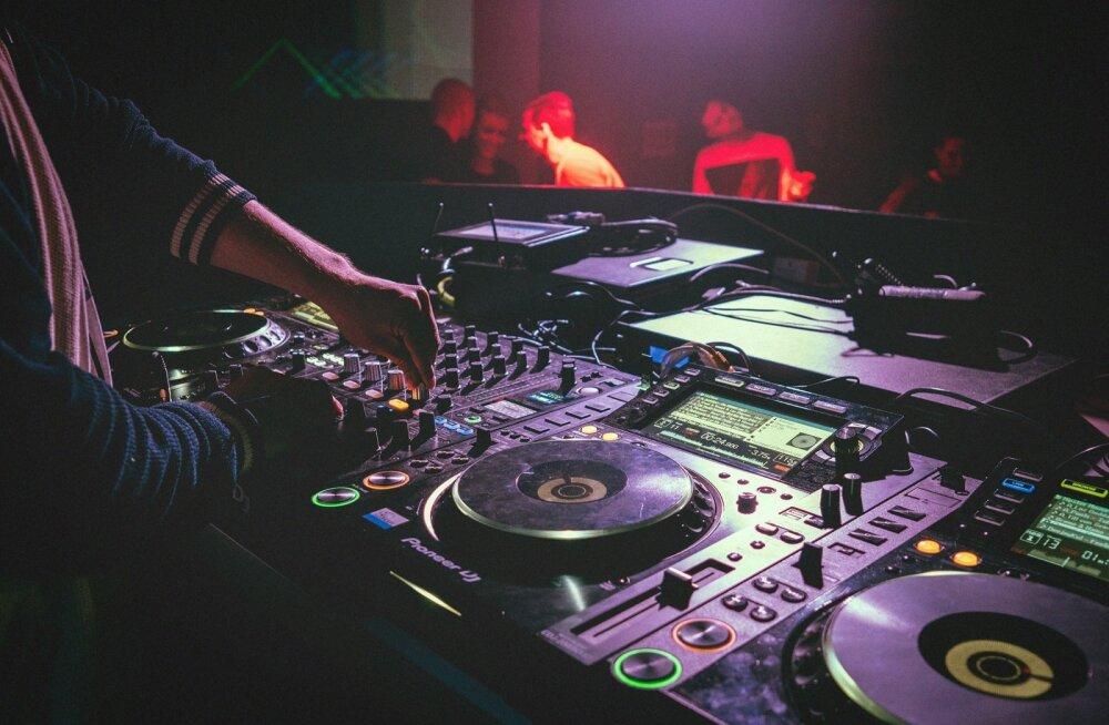 <em>Techno</em> DJ Dr Mauer paneb end proovile ja võtab klubis 9/11 ette 15-tunnise muusikamaratoni