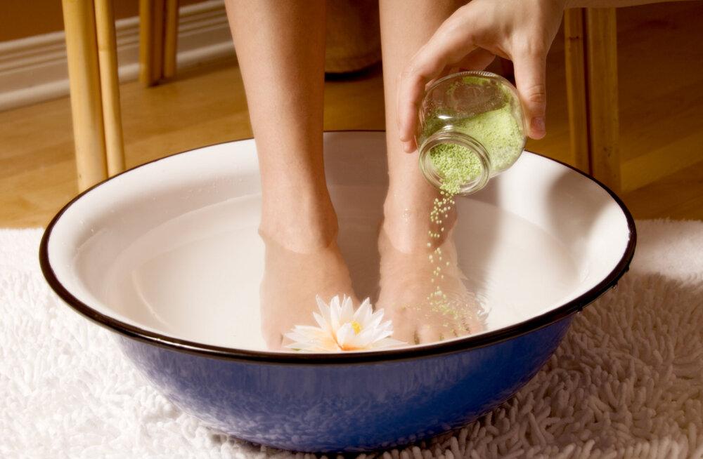 Tervisenipp: paljajalu käimine ja jalgade karastamine aitab vältida haigestumist
