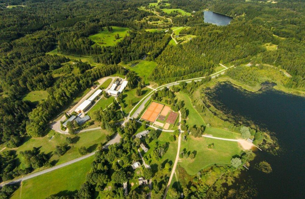 Praegune Kääriku spordibaas on kasutamisest, vähesest renoveerimisest ja loomulikust vananemisest väsinud. Seda ootab ees moderniseerimine.