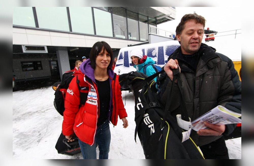 Marit Björgen ja Norra suusakoondis lennujaamas