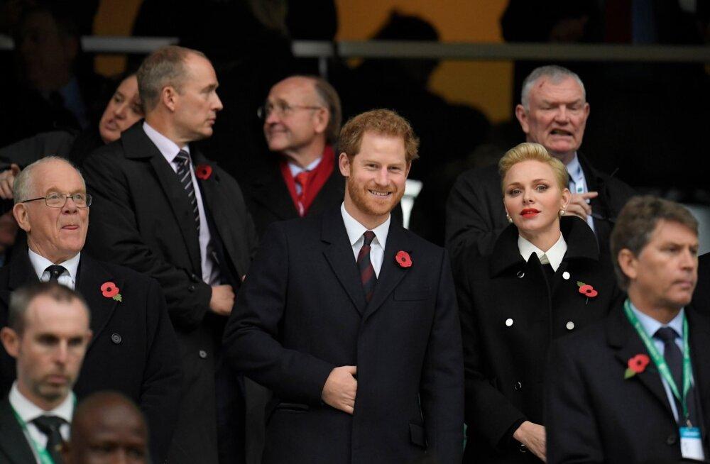Prints Harry koos  printsess Charlenega jalgpalli vaatamas.